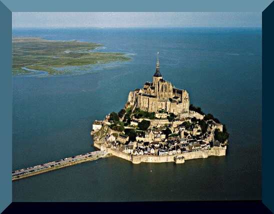 Mont Saint-Michel con l'alta marea.