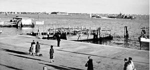 Venezia – Riva Schiavoni – L'aliscafo e il ferry-boat – 1960 – Ernesto Giorgi ©